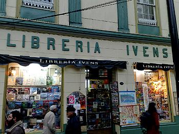 En 1891 José Ivens instala la primera librería en Santiago, años después sus hijos instalaron una en Valparaíso