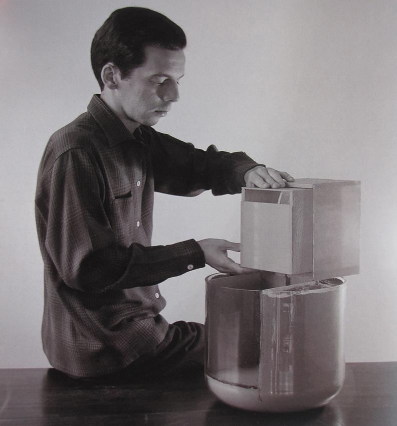Helio Oiticica manipulando B08 Bólido de vidrio 02 1963.