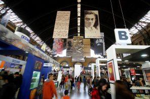 Editoriales porteñas y nacionales en el stand de la Furia en FILSA