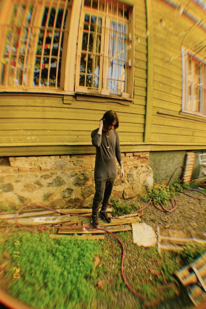 """Cuando niño vivió un Encuentro Cercano, tal como nombró a su primer disco como """"Jardín Mojado""""."""